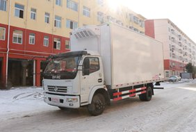 多利卡5.1/6.4米冷藏车