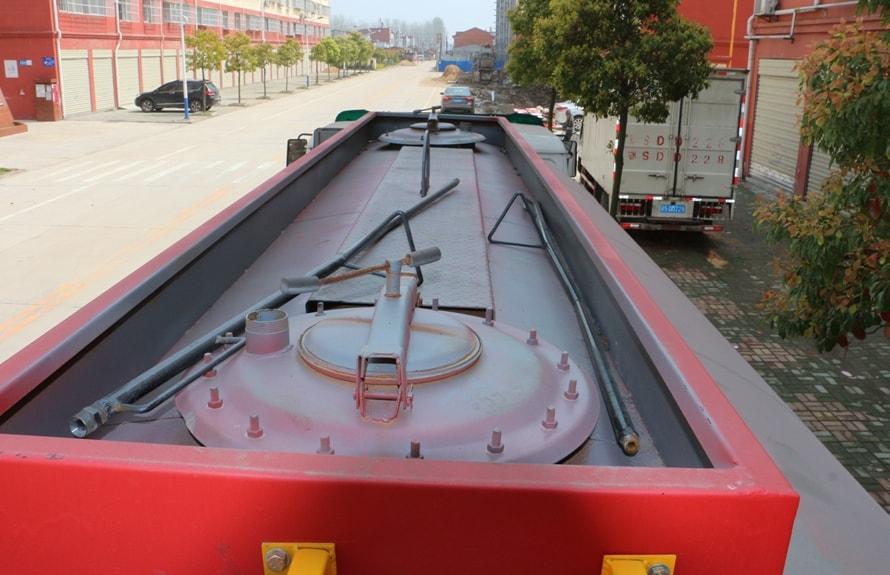 东风10吨沥青洒布车罐体顶部图片