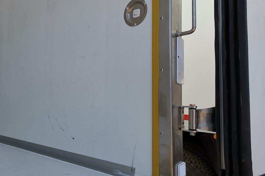 解放J6-6.8/7.5米冷藏车厢体断桥阻热图片