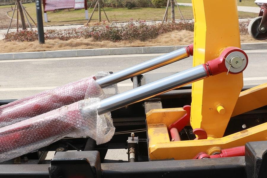 福田4方勾臂式垃圾车油缸图片