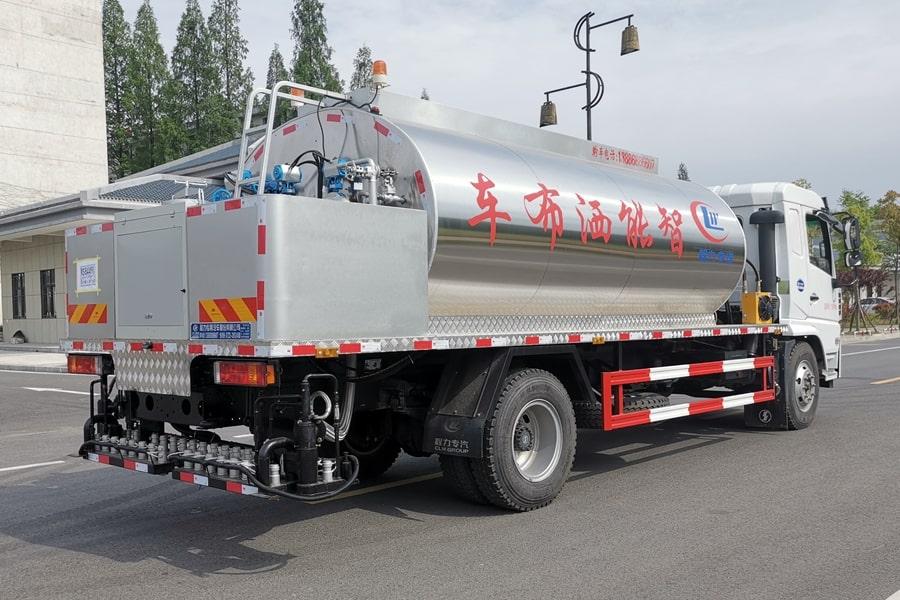 陕汽12吨沥青洒布车斜后车头向右图片