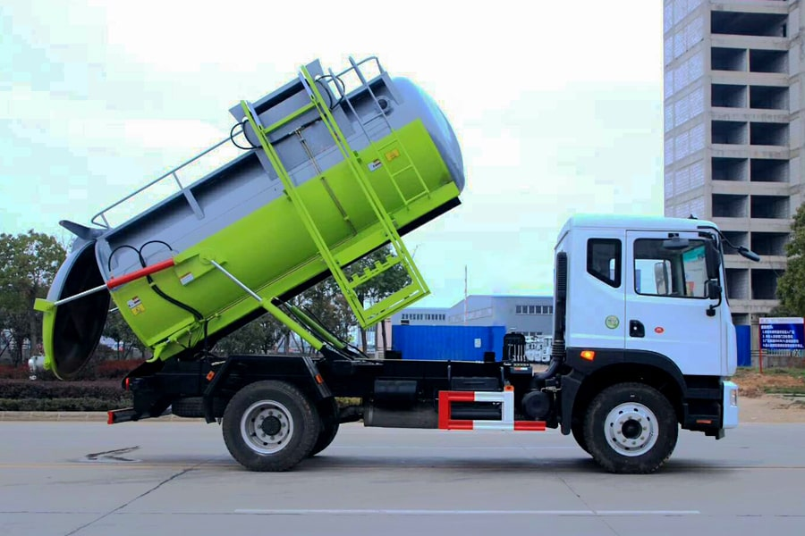 东风D9餐厨式垃圾车(右方图片)