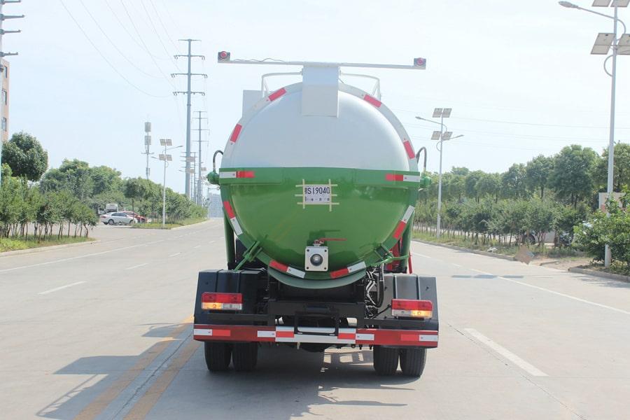东风D7餐厨式垃圾车(左侧图片)