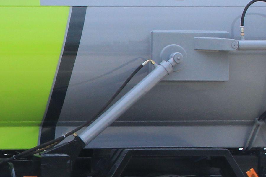 东风D7餐厨式垃圾车(卸料油缸图片)