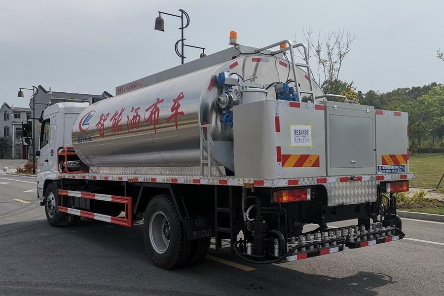 陕汽12吨沥青洒布车斜后图片