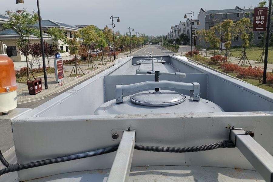 陕汽12吨沥青洒布车散热器图片