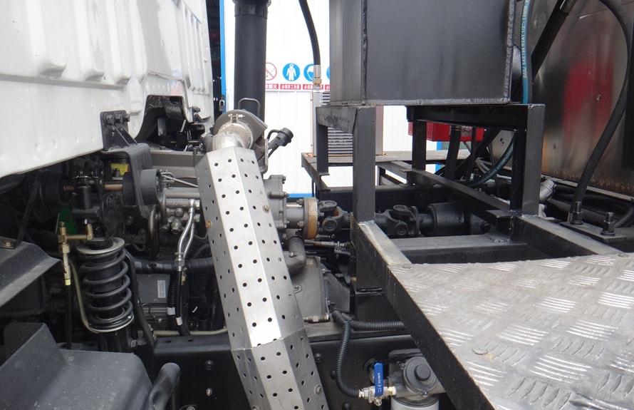 东风特商12吨沥青洒布车全功率取力器图片