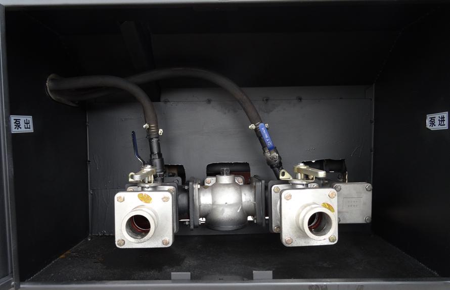 东风5吨油罐车泵进泵出系统