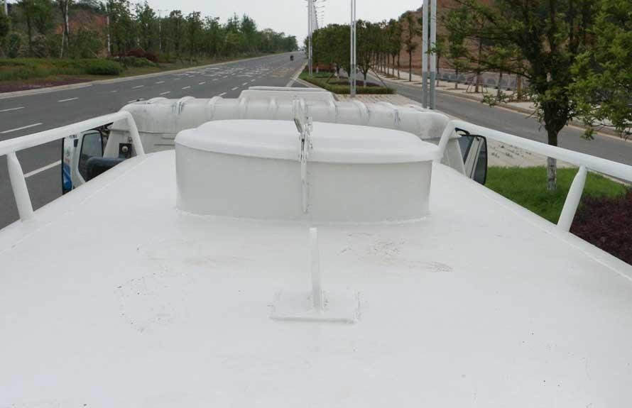 凯马5吨洒水车罐顶图片