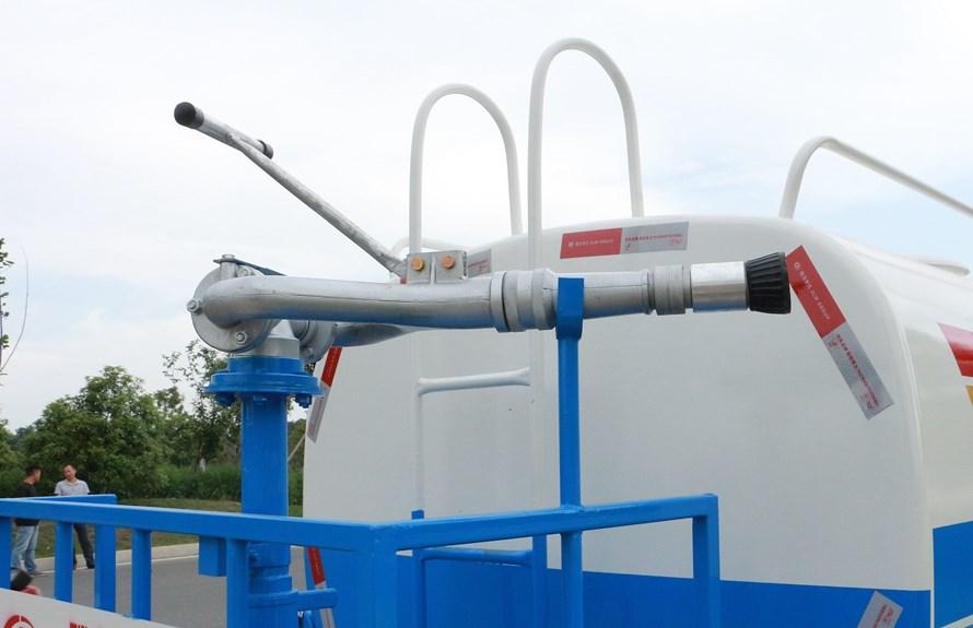 凯马5吨洒水车绿化高炮图片