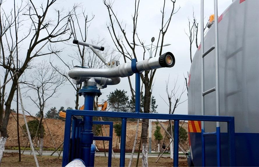 东风专底12吨洒水车高炮图片