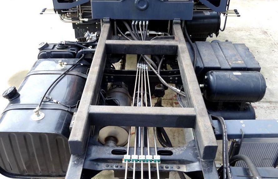 江铃2吨小型随车吊加厚大梁图片