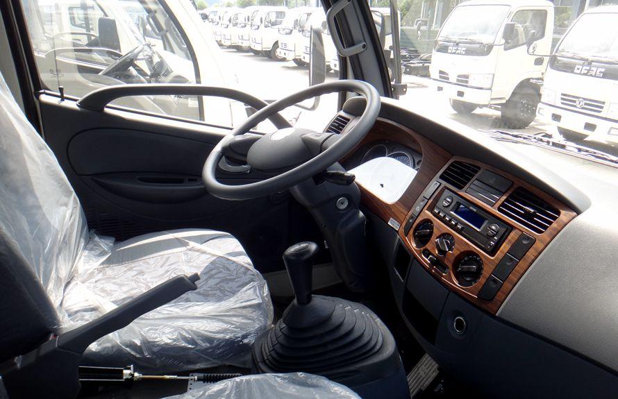 东风多利卡鲜奶运输车驾驶室图片