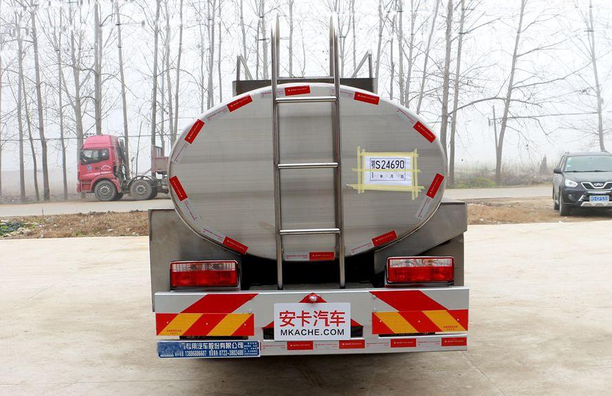 东风多利卡鲜奶运输车正车尾图片