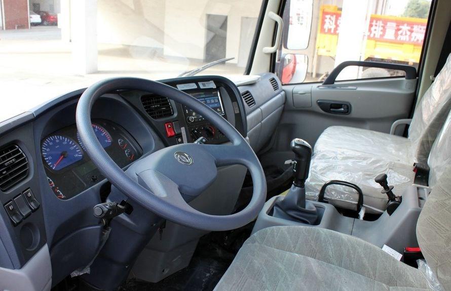 东风天锦10吨沥青洒布车底盘驾驶室图片