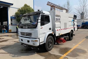 东风多利卡5吨洗扫车