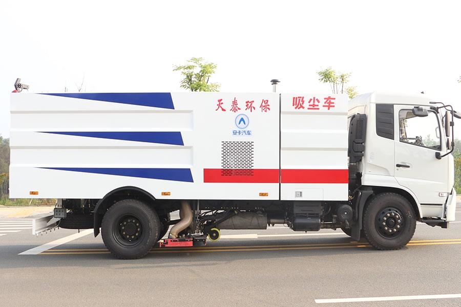 东风天锦吸尘车图片(车头向右正侧)