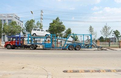 半挂七位轿运车辆运输车正侧
