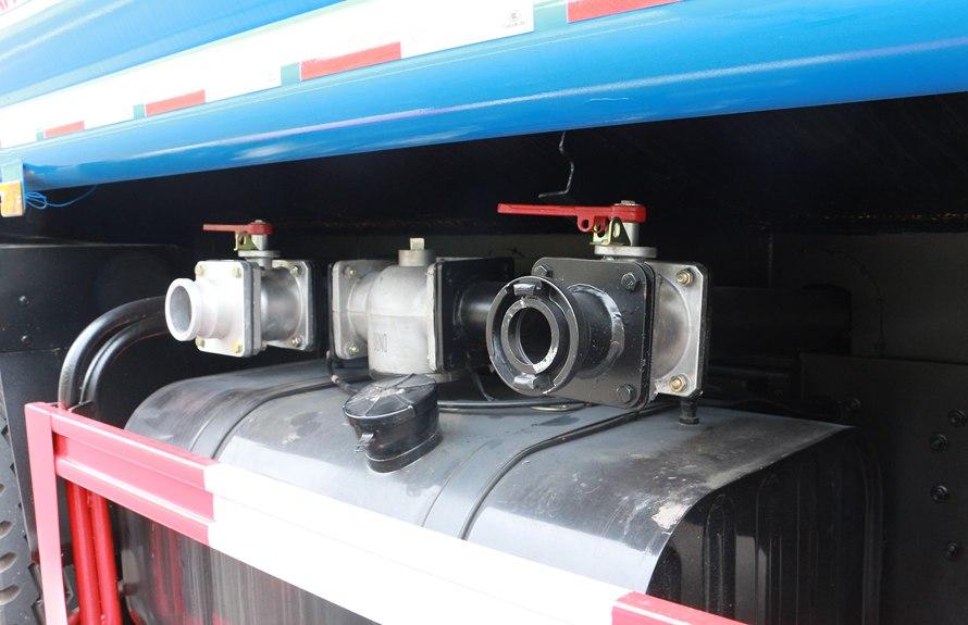 东风御虎13吨洒水车进出水口图片展示