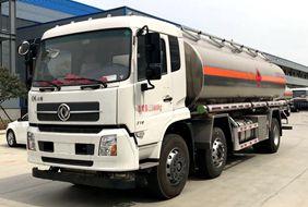 天锦小三轴19吨油罐车