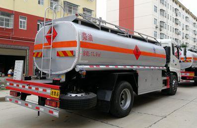 东风天锦15吨油罐车左后侧图片