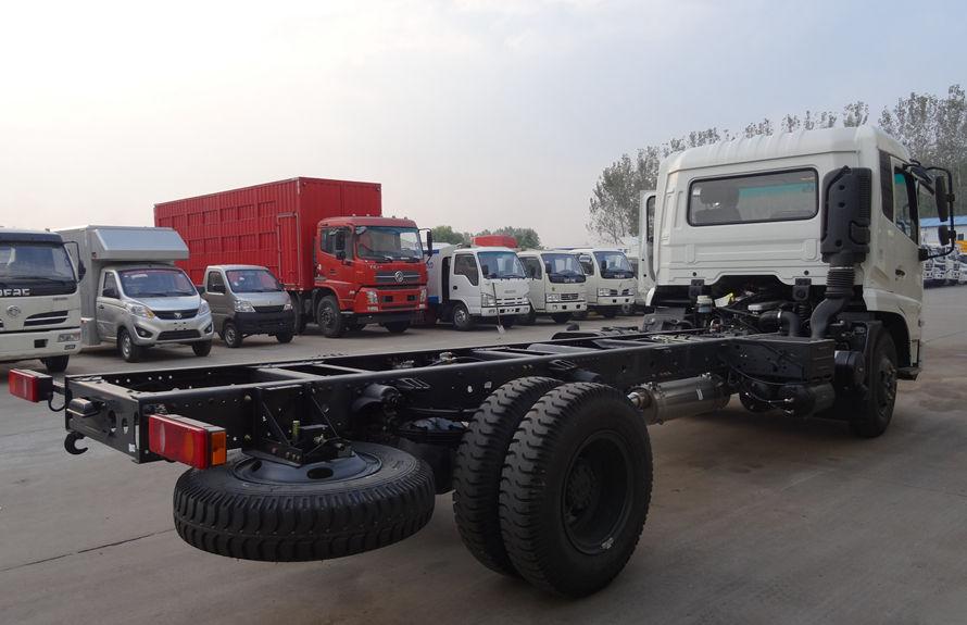 东风天锦清扫车底盘图片(车头向右后45度)