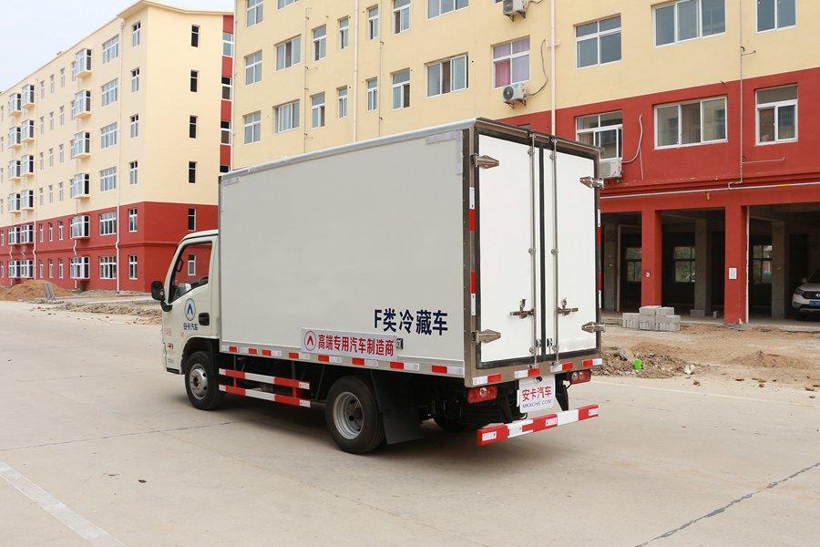 跃进小福星3.2米小型冷藏车斜后图片