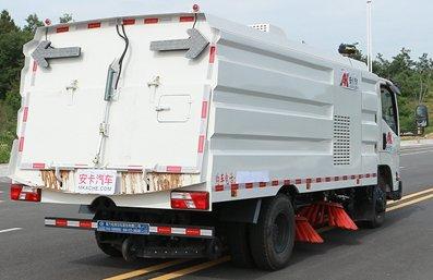 江铃5吨扫路车图片(右后45度)