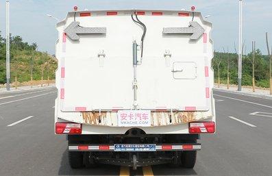 江铃5吨扫路车图片(正后)