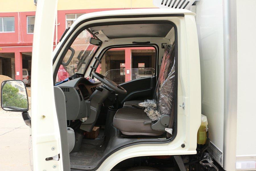 跃进小福星3.2米小型冷藏车驾驶室图片