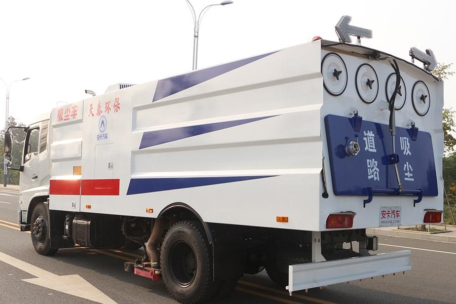 东风天锦吸尘车图片(车头向左后45度)