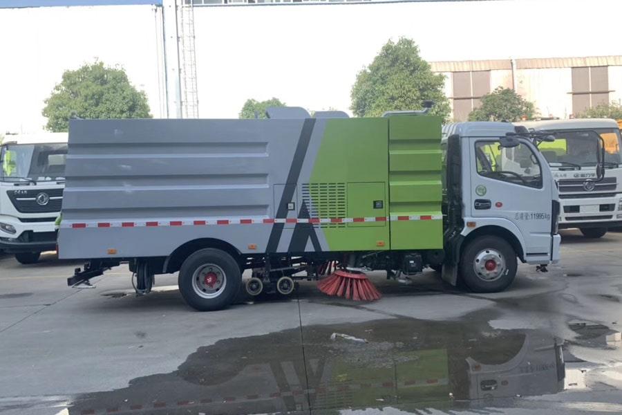 东风多利卡洗扫车图片(车头向右正侧)