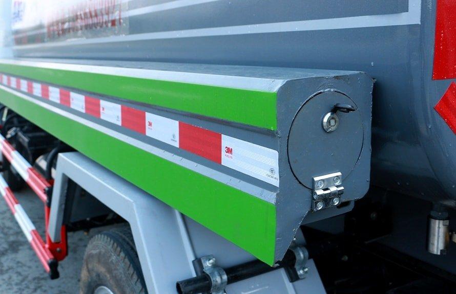 新款5吨洒水车储管箱图片展示