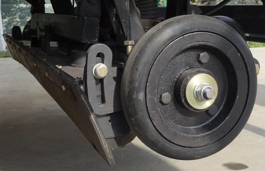东风多利卡扫路车后置吸盘