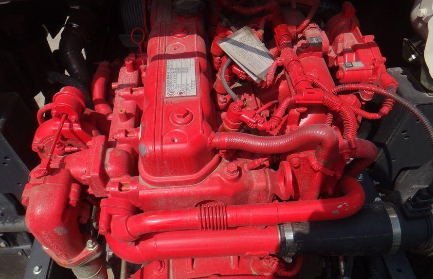 东风多利卡扫路车底盘发动机