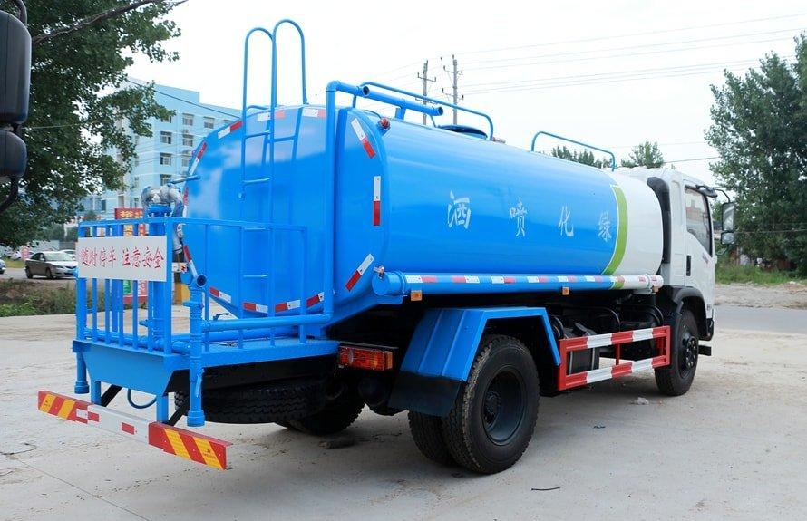 东风御虎11.5吨洒水车斜后图片