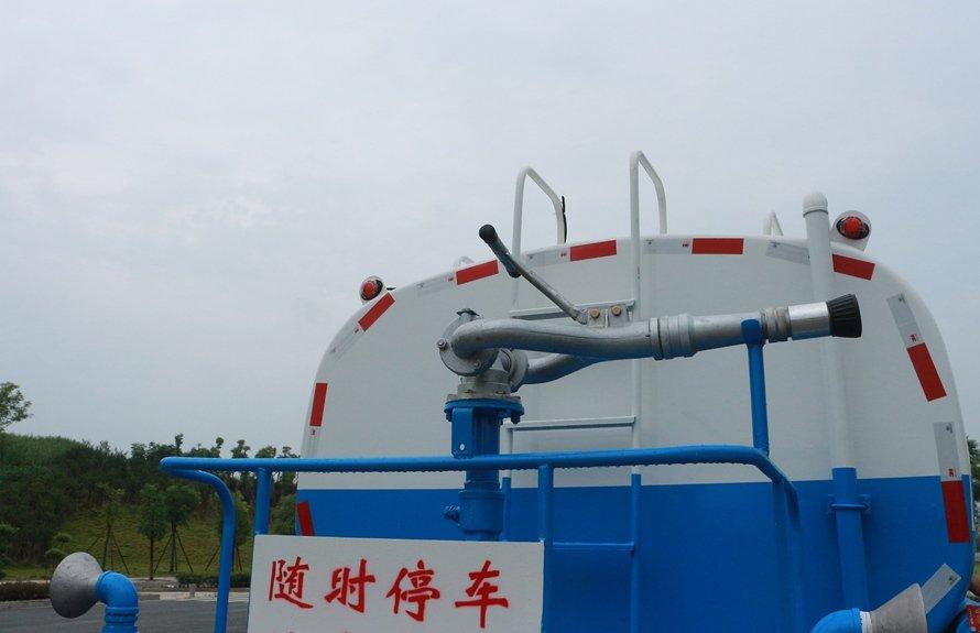 东风御虎11.5吨洒水车绿化高炮图片