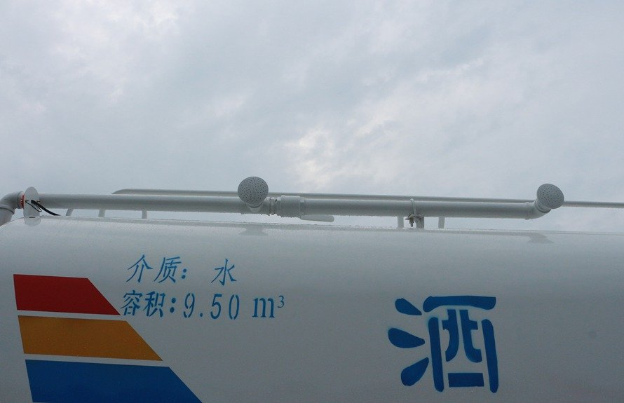 东风御虎11.5吨洒水车高位花洒图片