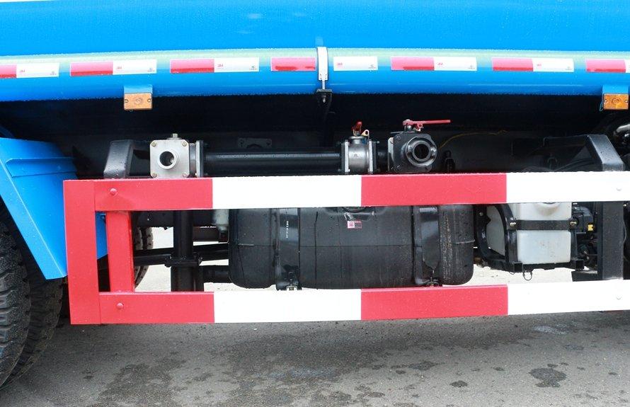 大运5吨洒水车进出水口图片