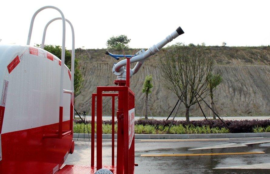 福田时代2吨洒水车绿化高炮图片