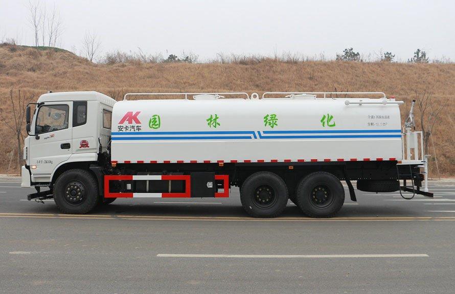 东风御龙20吨洒水车正侧图片