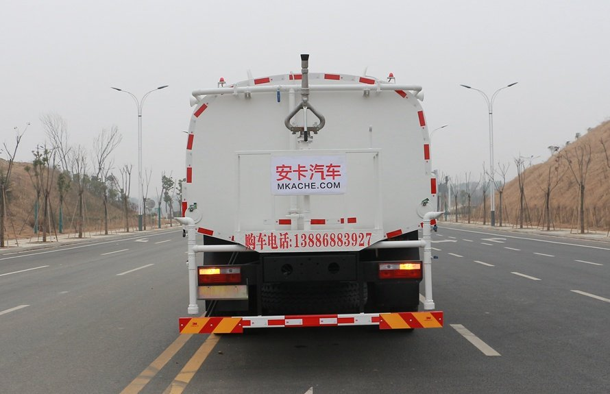 东风御龙20吨洒水车正后图片