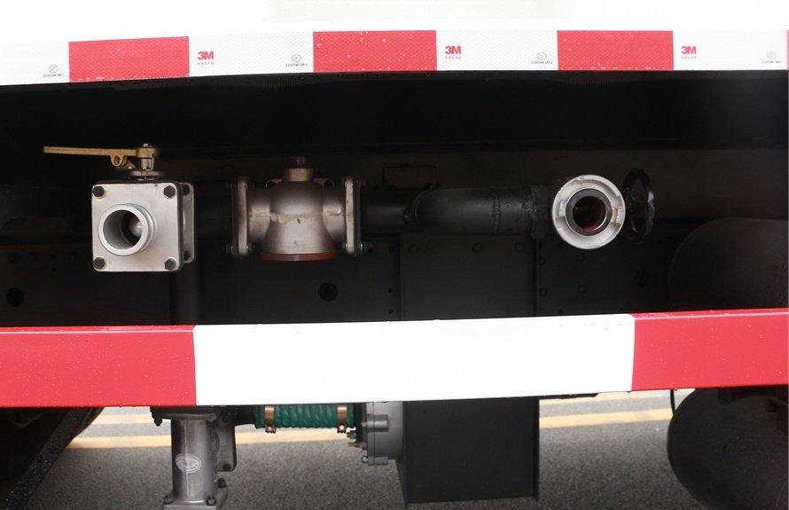 东风御龙20吨洒水车进出水口图片