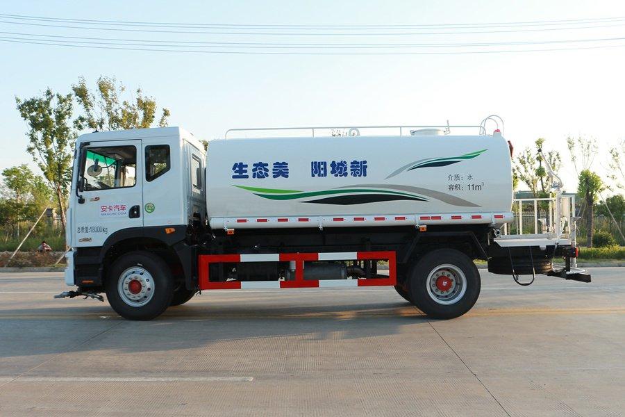东风D9 14吨洒水车正侧图片