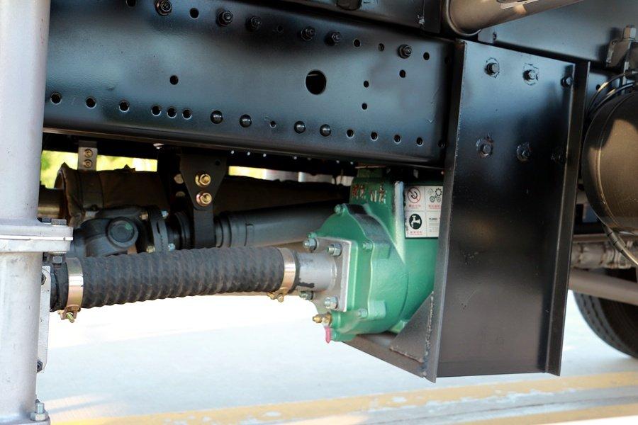 东风D9 14吨洒水车水泵连接图片