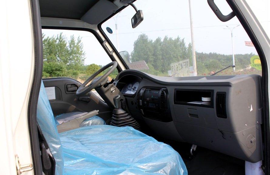 福田3吨洒水车驾驶室图片