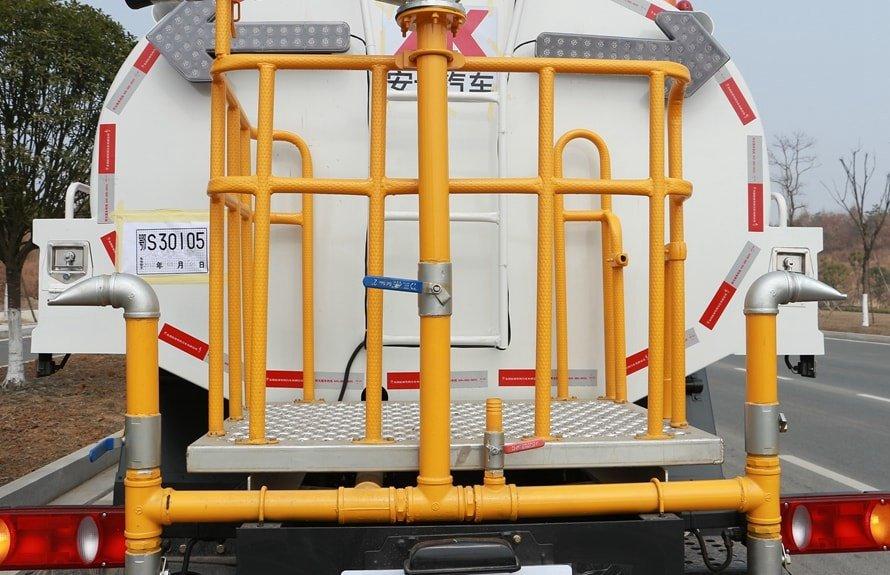 东风天锦12吨洒水车侧喷图片