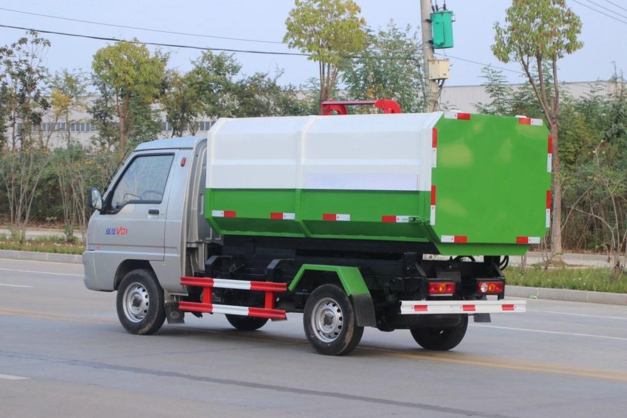 福田3方挂桶式垃圾车整车外观3