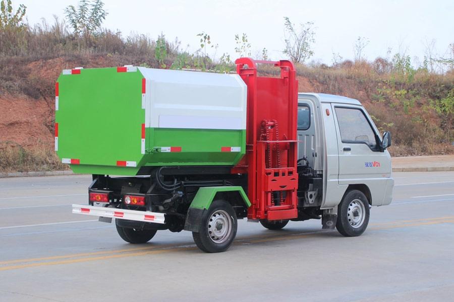 福田3方挂桶式垃圾车整车外观6