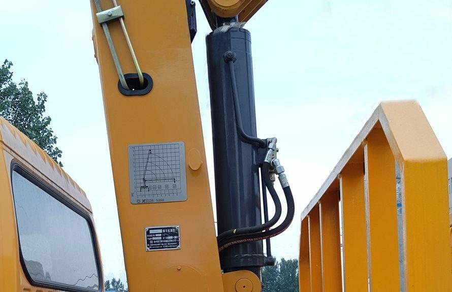 重汽王牌3吨小型随车吊液压油缸图片